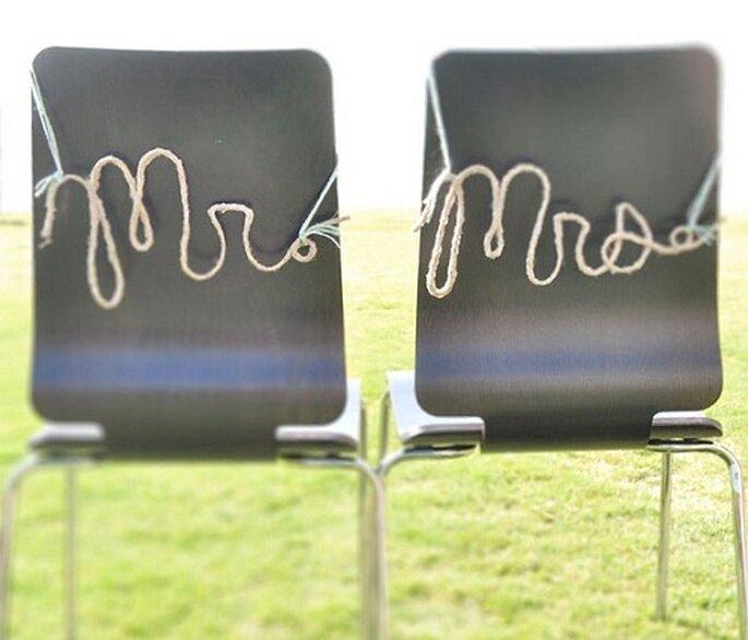 Letras con cuerda para indicar la posición en los asientos. Foto: Wednesday.