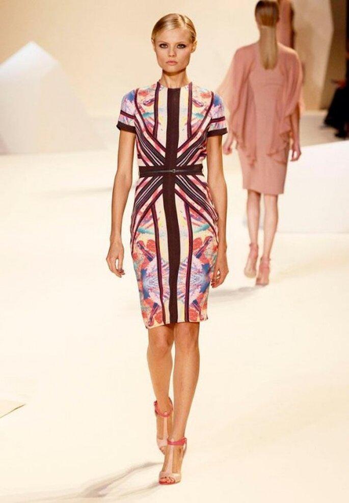 Vestido de fiesta corto con estampado en colores brillantes - Foto Elie Saab Facebook