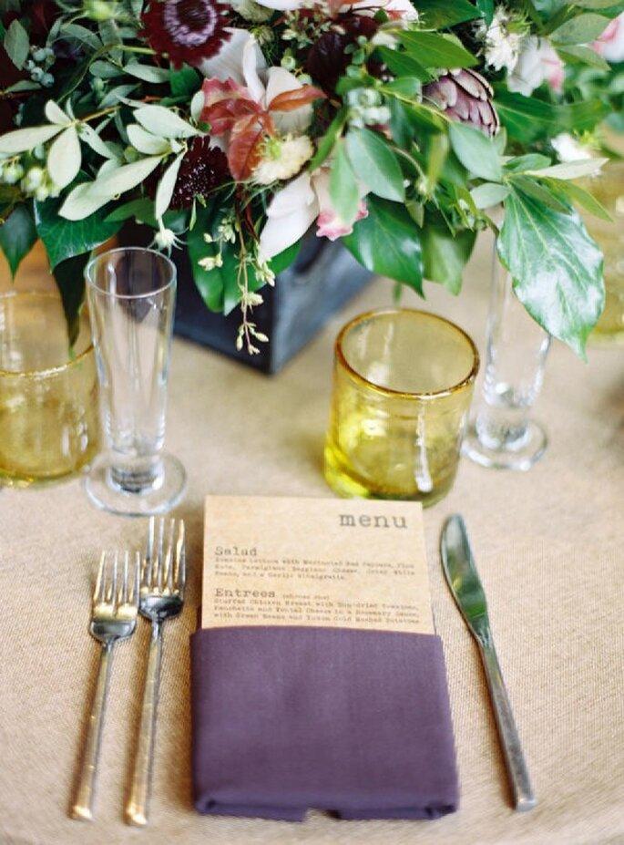 Detalles en color violeta para la decoración de tu boda - Foto Karen Wise Photography