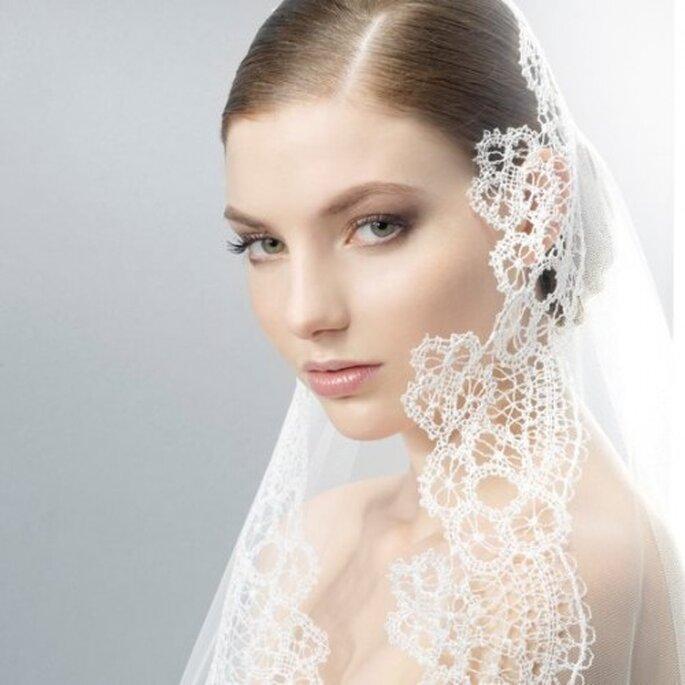 Elegante velo de novia de Jesús Peiró con bordados - Foto Jesús Peiró Facebook