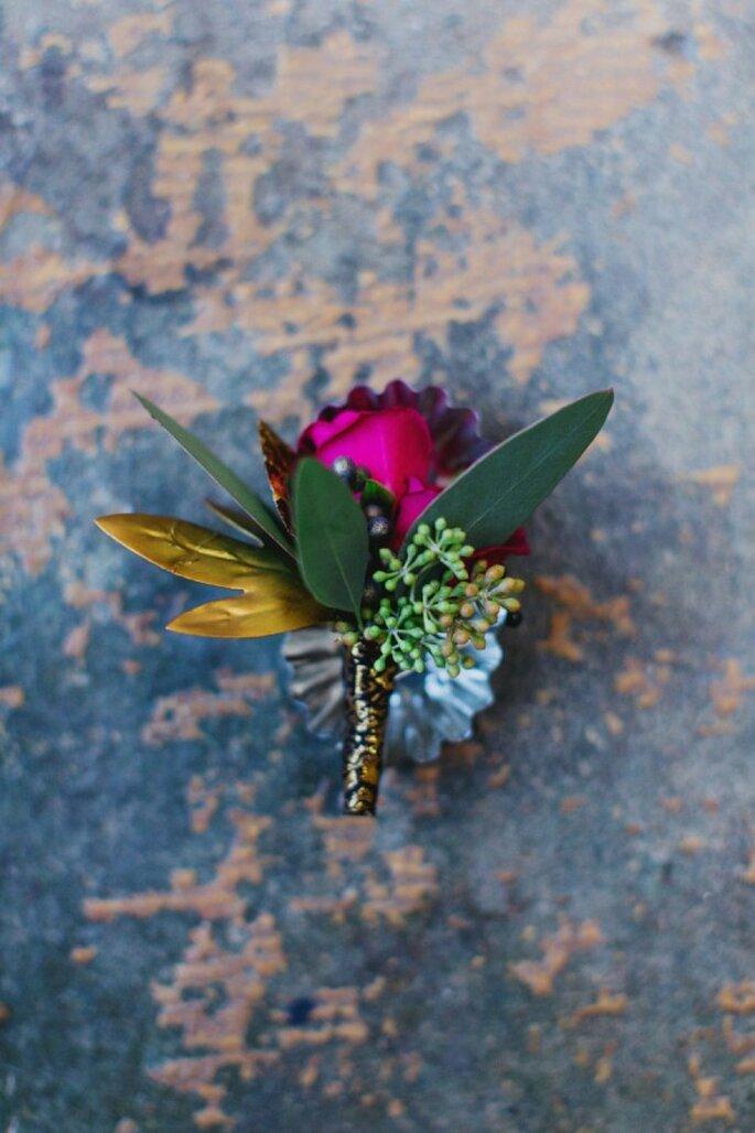 Los colores vivos serán tus mejores aliados en un lindo boutonniere - Foto Milou &Olin