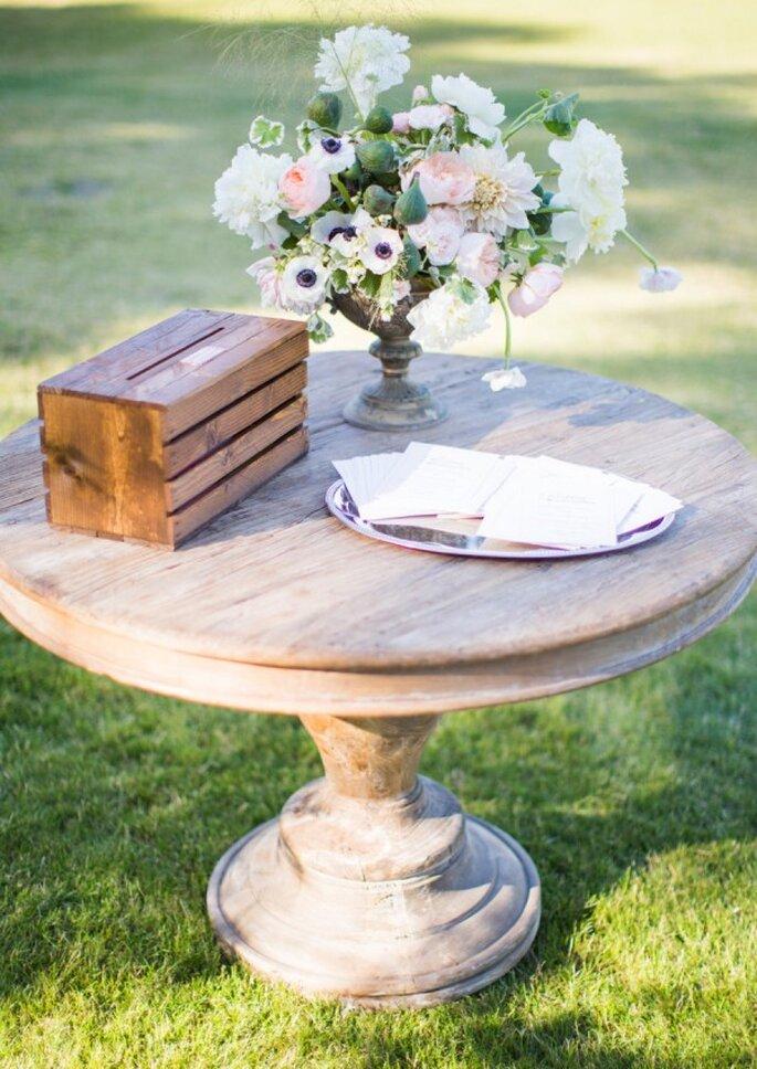 Mobiliario con diseños originales para decorar una boda - Foto Nancy Neil Photography