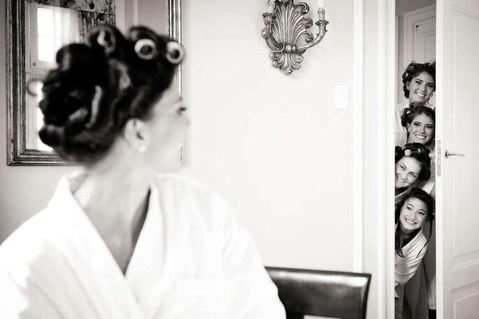 Madrinhas espiando a noiva - Foto: Lenine Serejo Fotografia