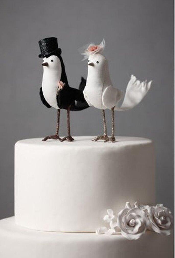 Hochzeitstorte mit Hochzeitsfiguren - Foto: bhldn-com