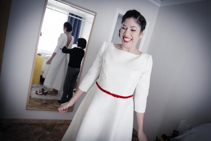 Auch knallige Details können Ihnen einen besonderen Hochzeitslook verleihen. Foto: Norma Grau