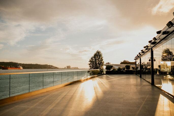 Zona exterior do SUD Lisboa Hall
