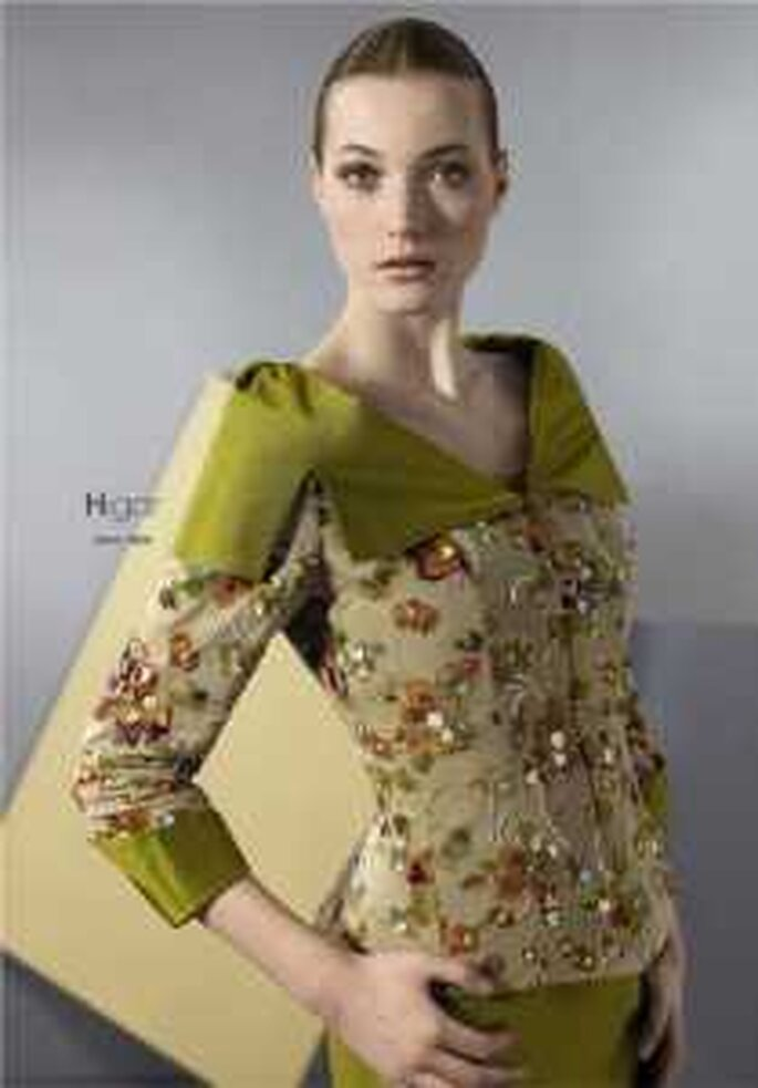 HigarNovias 2009 - Traje verde de dos piezas en raso, sencillo, con chaqueta a juego en brocado