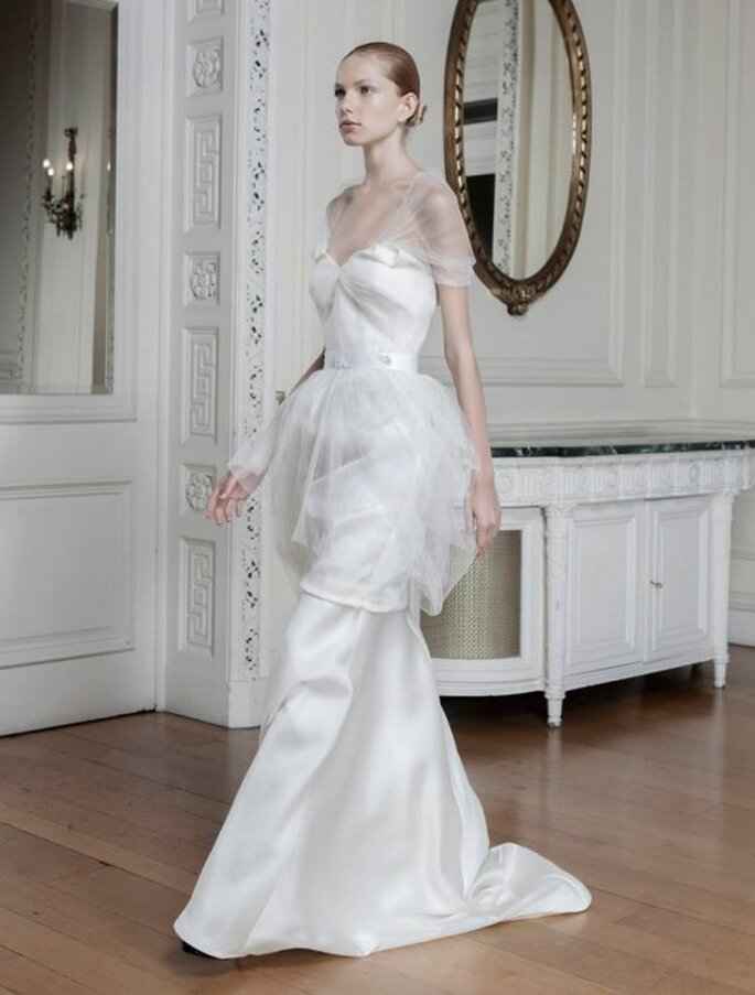 Vestido de novia con mangas y falda transparentes - Foto Sophia Kokosalaki