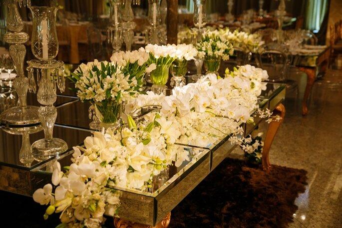 Decoração com tulipas e orquídeas