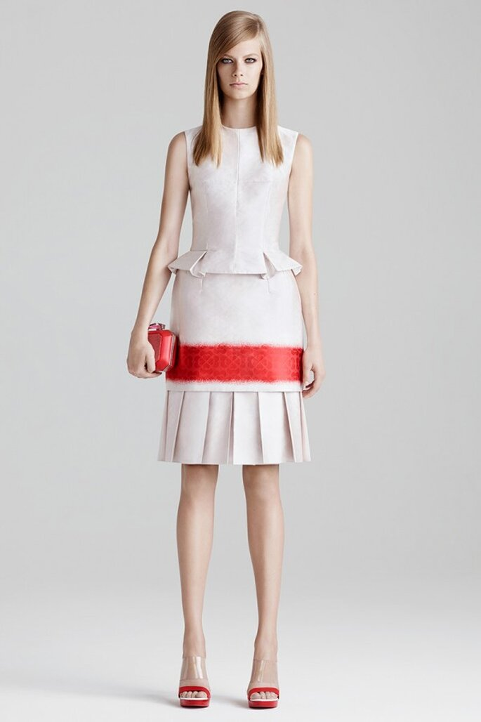 Vestidos de fiesta con un toque eléctrico chic para 2015 - Foto Alexander McQueen