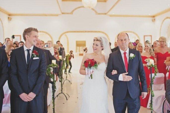 No eches en saco roto la formalidad y sigue la entrada protocolaria - Foto Cotton Candy Weddings