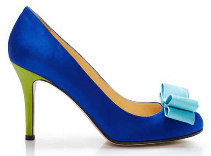 Zapato de novia en color azul brillante con detalles coloridos - Foto Kate Spade