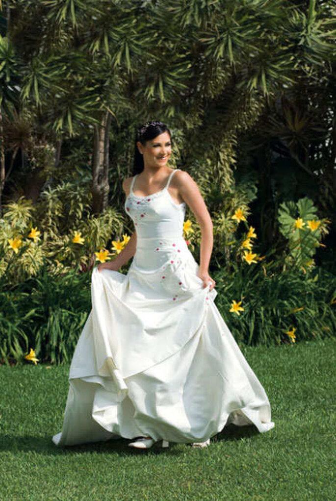 Hermoso solero bordado, ideal para una boda campestre.