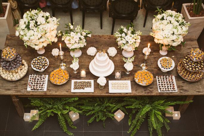 Mesa do bolo no casamento