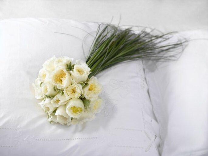 Un bouquet de mariée composé de roses, quoi de plus romantique ? - Photo : Au nom de la rose