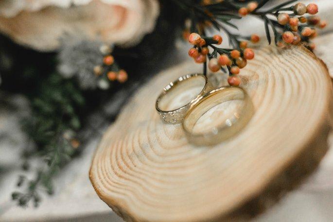 Dekoration Winterhochzeit Ringkissen aus Holz