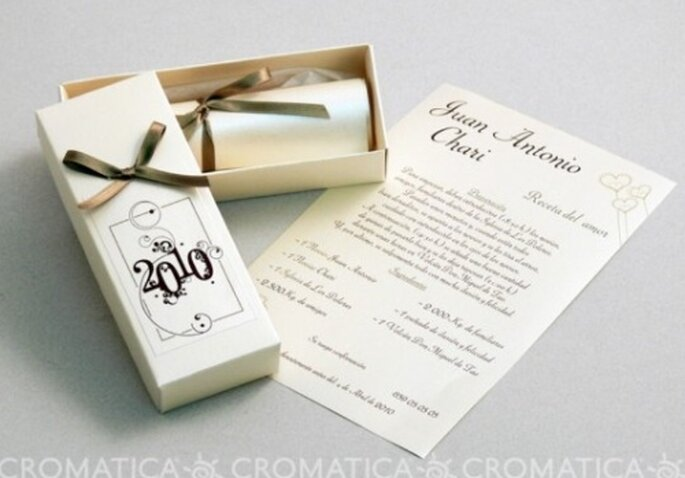 Invitación de boda con pergamino, diseño de Organiza Regalos