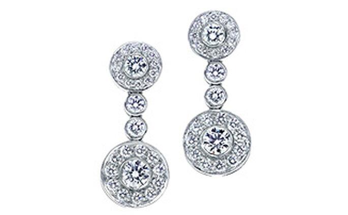 Círculos de diamantes en una elegancia atemporal. Pendientes de diamantes redondos brillantes en platino.