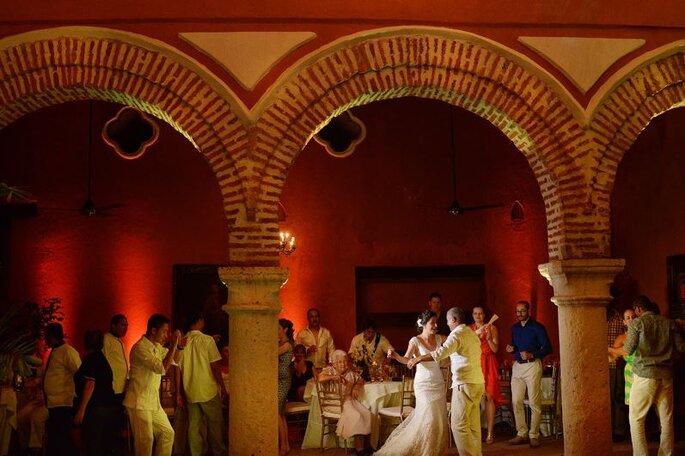 Fiesta de boda en Casa Estrella. Foto: Juya Photographer