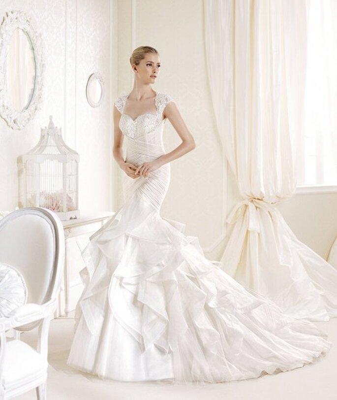 Vestido de novia corte sirena texturizado con falda amplia y cauda larga - Foto La Sposa