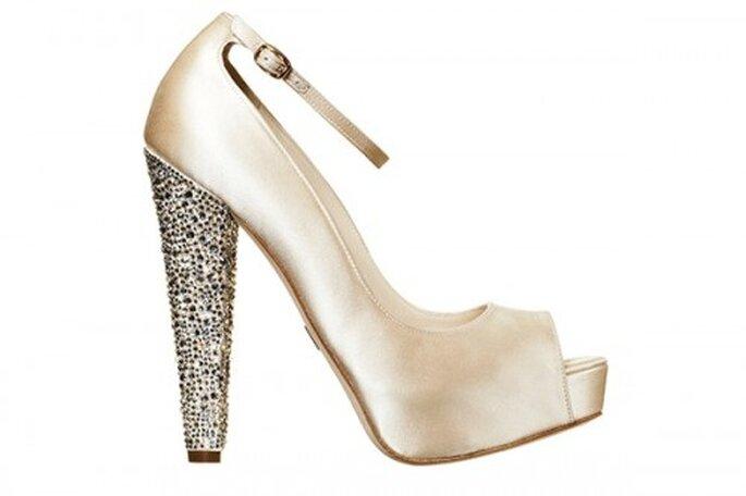 Zapatos de novia con cristales en el tacon - Foto Brian Atwood