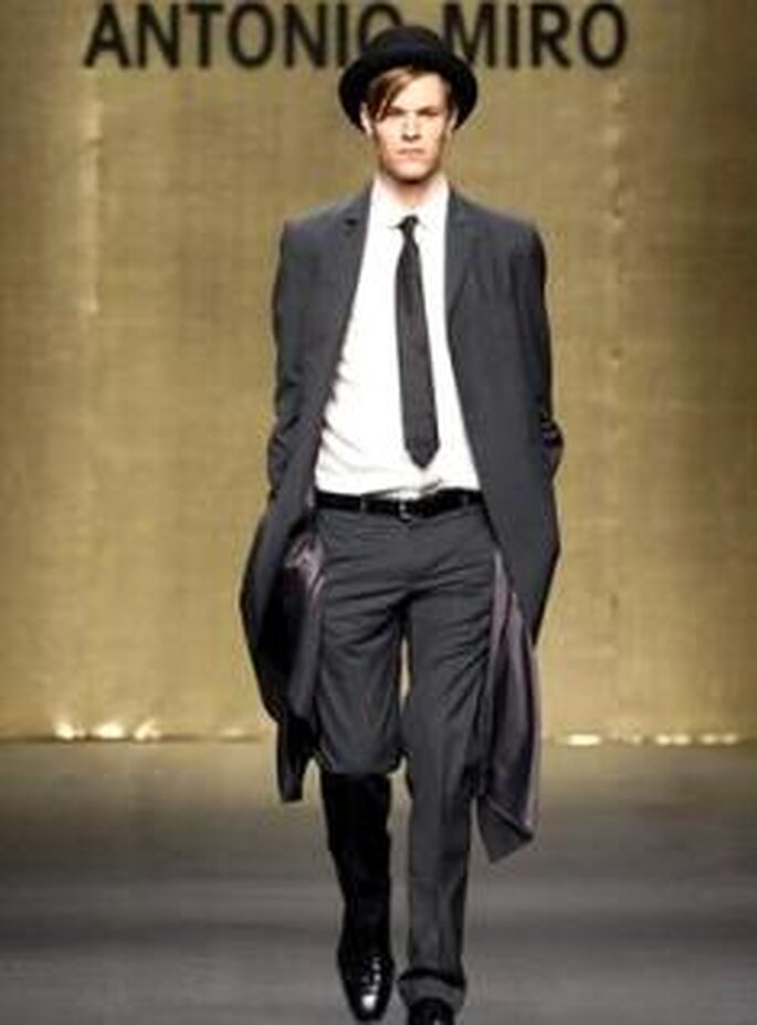 Antonio Miró 2009 - Traje de novio de estilo británico