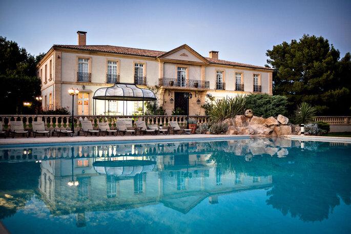 Lieu de réception provençal avec une piscine pour votre mariage