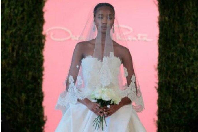 2abc556a75 guardar Encaje y mucho romanticismo  así son los vestidos de novia de Oscar  de la Renta