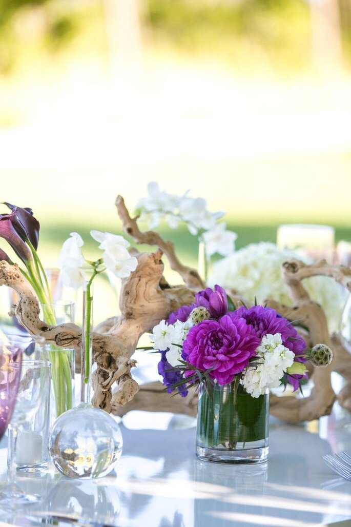 Detalles en color violeta para la decoración de tu boda - Foto Allyson Wiley