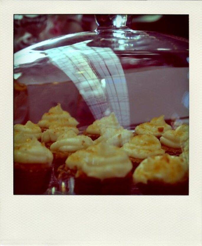 Los cupcakes son ideales para la recepción o como postre. Foto de Tea Bakes