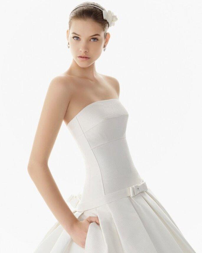 vestido de novia con bolsas y escote strapless - Foto Rosa clará