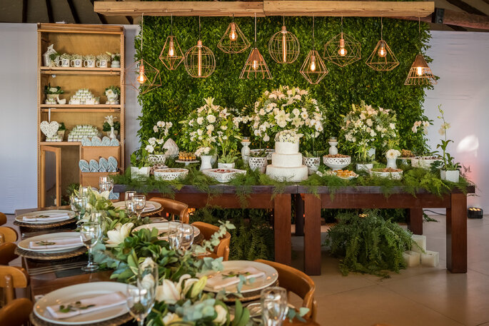 mesa de doces verde e branca