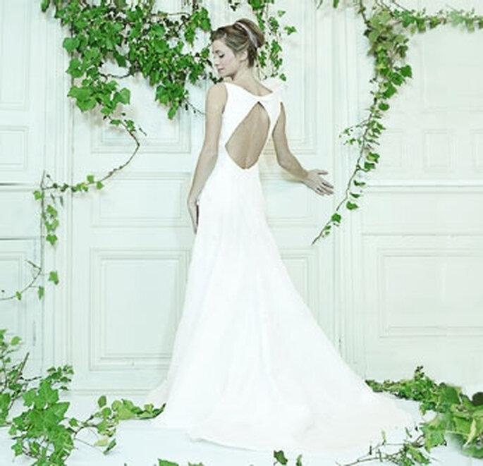 Collection de robes de mariée Valérie Devillers - Goutte d'eau : taffetas et organza de soie, grand decolleté dans le dos en forme de goutte d'eau