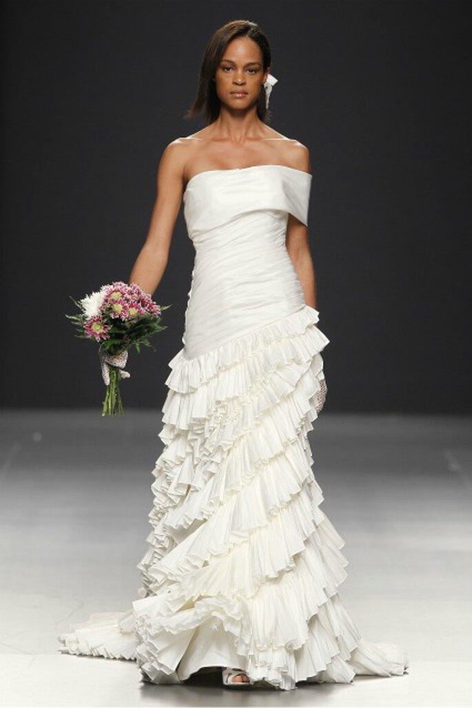 Los vestidos de novia Devota & Lomba 2012 son blancos y crudos - Ugo Camera / Ifema
