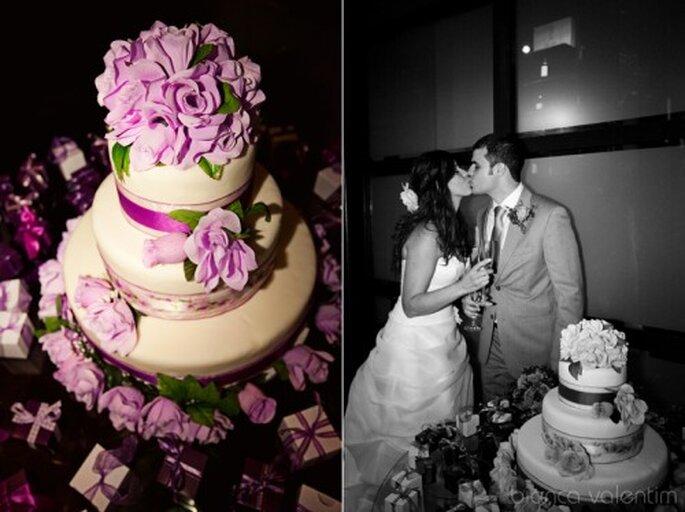 Pastel de boda en color lila. Imagen Bianca Valentim