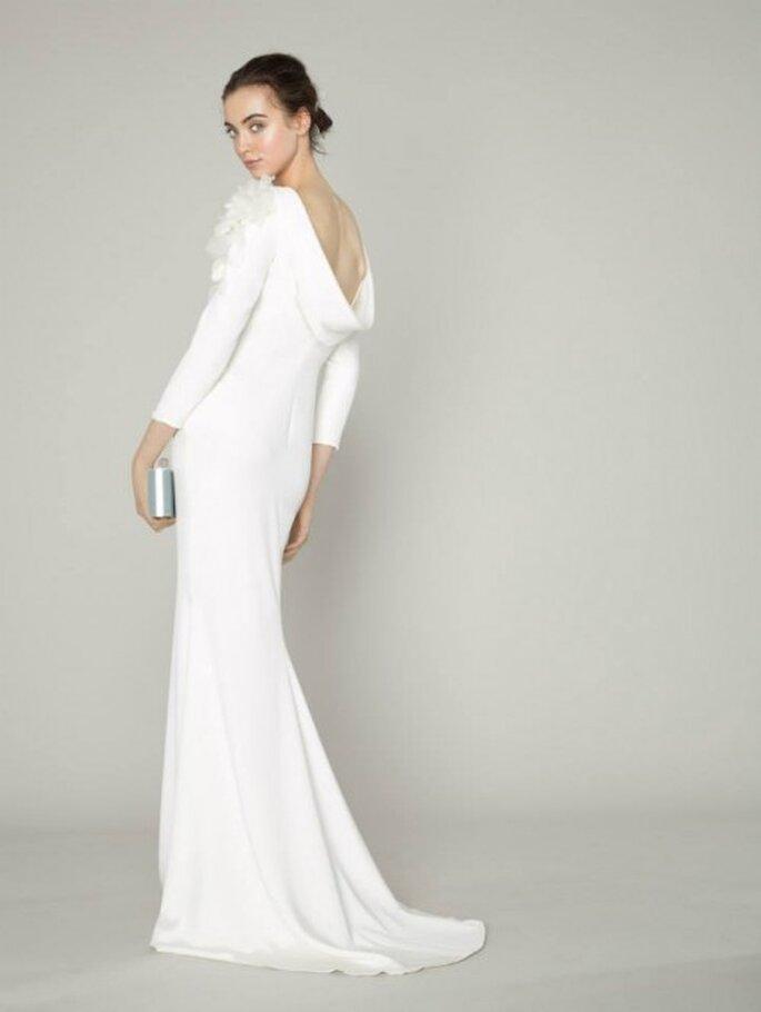Vestido de novia 2014 con mangas largas y escote en la espalda estilo cascada y cauda barrida - Marchesa