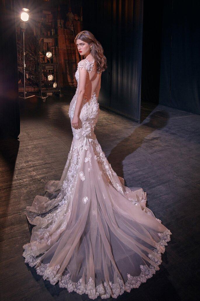 Vestido de novia con espalda descubierta corte sirena