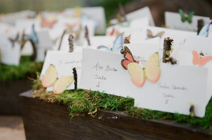 Butterfly escort cards - Photo: Picotte Weddings