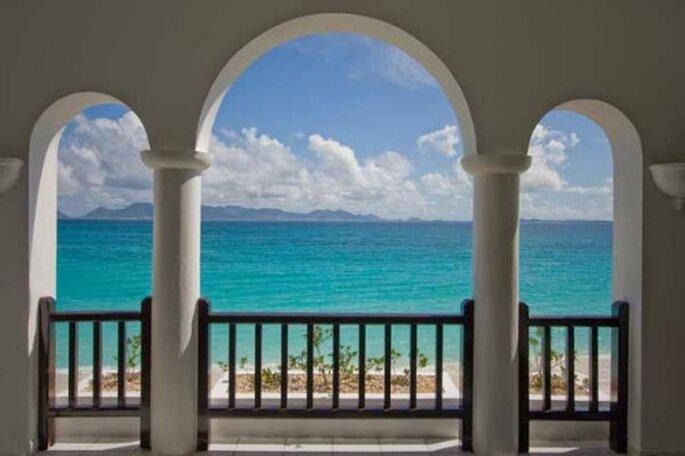 Vista mozzafiato sul mare trasparente di Anguilla