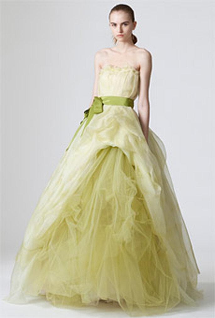 Vera Wang 2010 - Didi, vestido largo verde, en organza, corte princesa, faja lazo más oscura