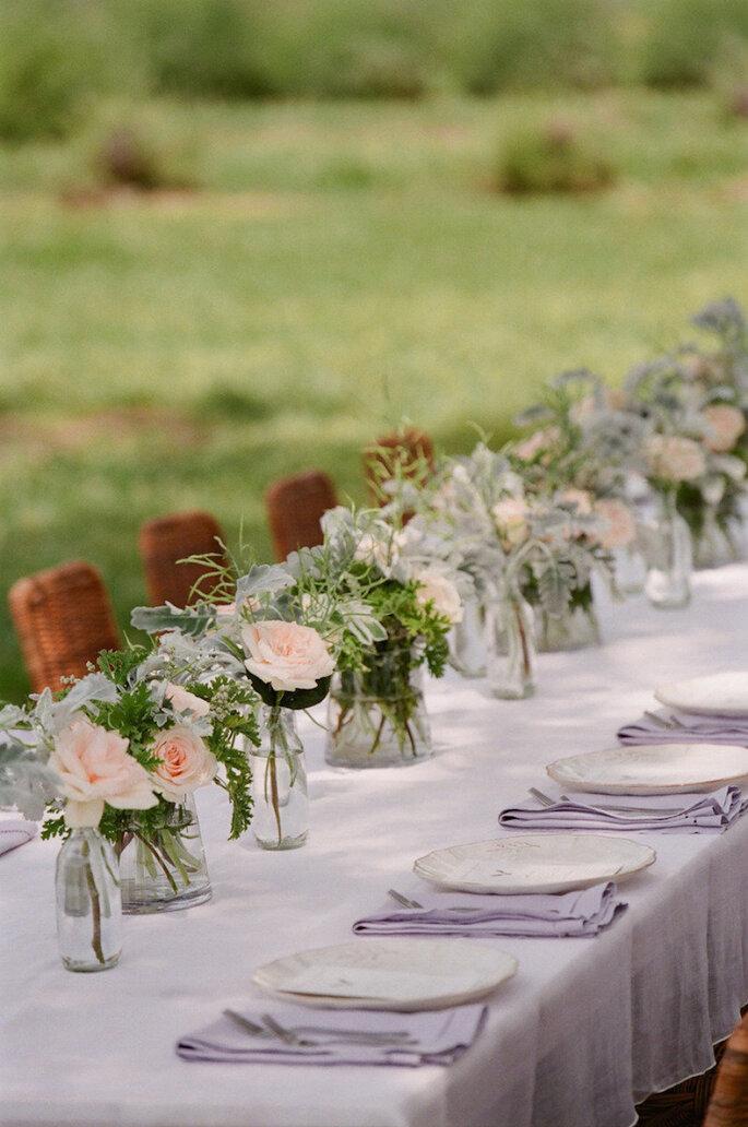 Montaje de mesa con servilletas en color lavanda - Jen Fariello Photography