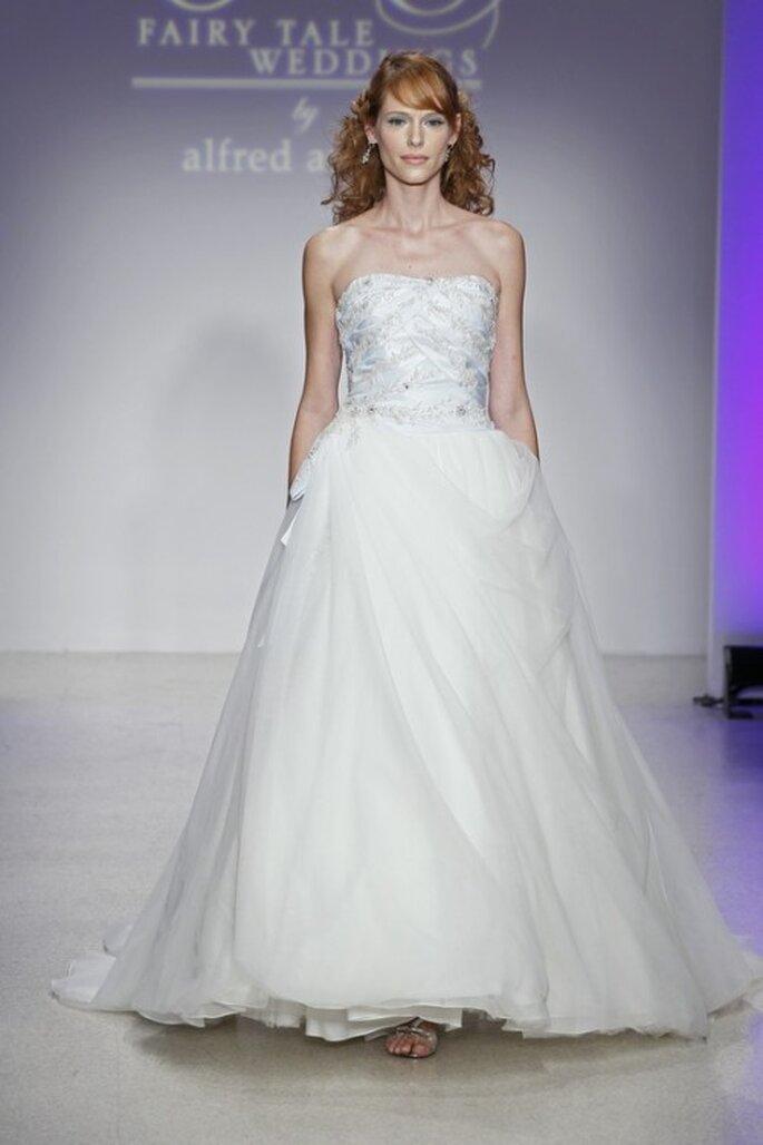 Vestido de novia elegante en color azul - Foto Alfred Angelo Pinterest