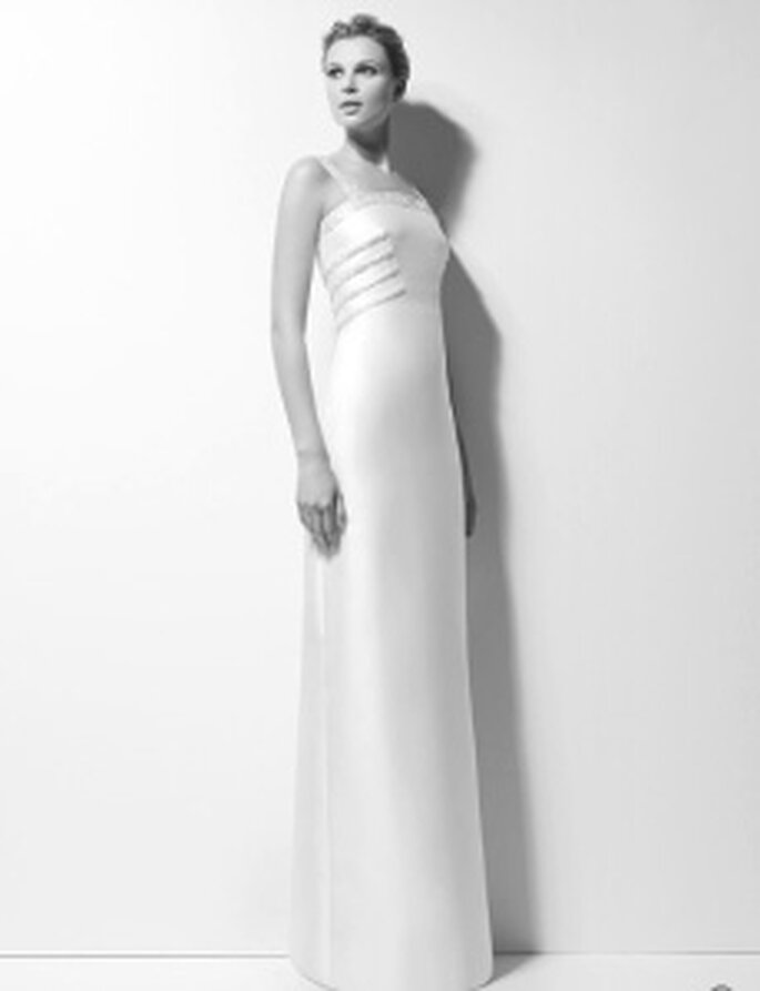 Karl Lagerfeld 2010 - Xara, robe logue en mikado,brodé de pierres, décolleté droit, taille haute