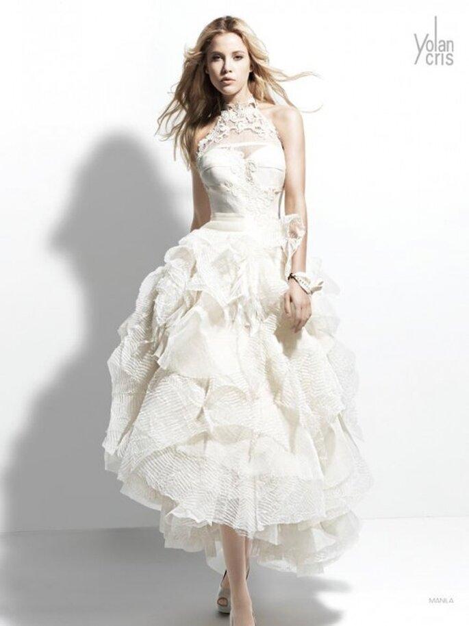 Vestido de novia con falda voluminosa relieves y detalles de encaje - Foto YolanCris