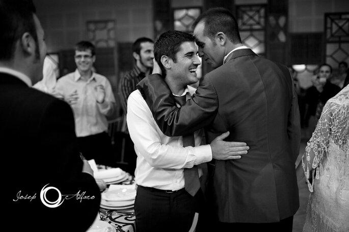 Es sind die kleinen Erinnerungen die das große ausmachen, festgehalten beim Hochzeitsfilm drehen - Foto: Josep Álfaro