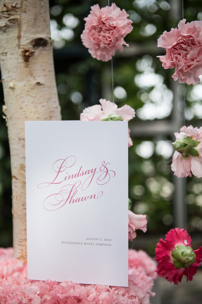 Laura Jane Photography via ModWedding