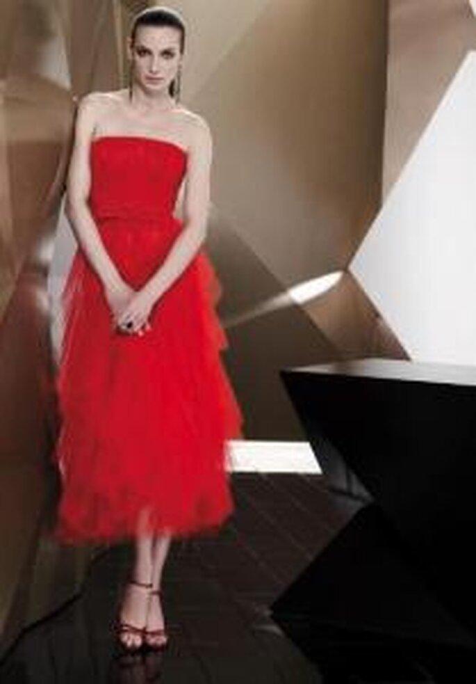 Pepe Botella 2009 - Vestido corto rojo de talle alto, falda en tul, escote recto sin breteles