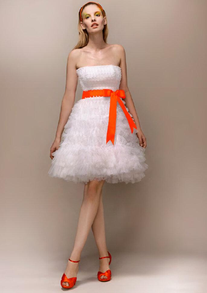 Acentos en tono neon para el vestido de novia - Foto Max Choul Couture