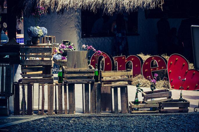 También puedes combinar otros estilos para crear diferentes efectos en la fiesta de la boda. Foto: Rocha Fotografía – Decoración: Casa Grimaldi