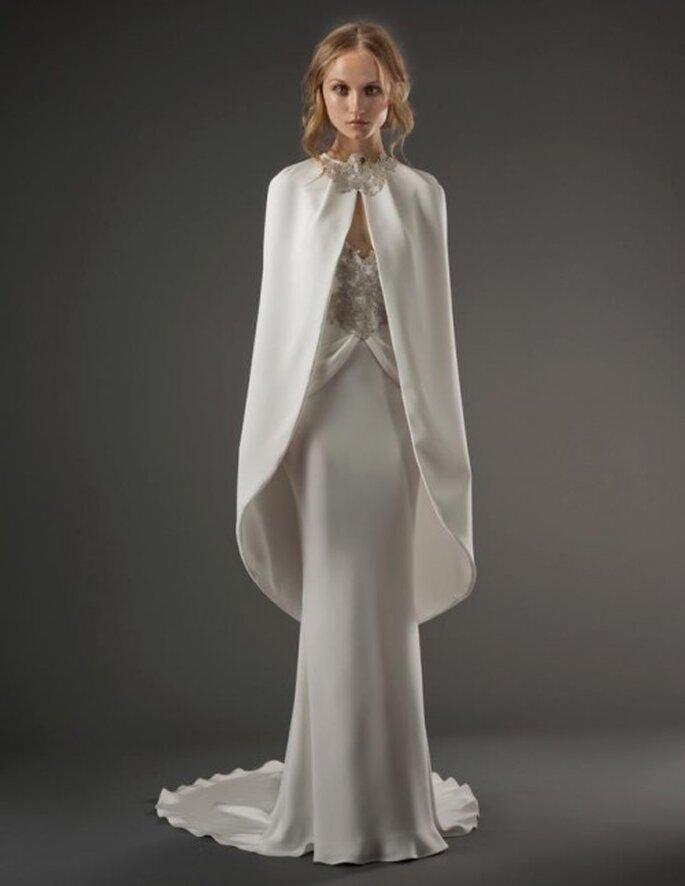 Vestido de novia elegante con capa superpuesta - Foto Elizabeth Fillmore